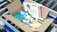 Ein Päckchen voller Arzneimittel - die ABDA kämpft dafür, dass künftig nur noch OTC verschickt werden dürfen. (Foto: DocMorris)