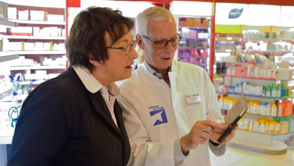 Wirtschaftsministerin Zypries besucht Apotheke