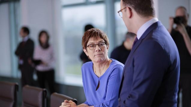 Annegret Kramp-Karrenbauer will nicht CDU-Kanzlerkandidatin sein und auch den CDU-Vorsitz abgeben. Der CDU-Bundestagsabgeordnete Alexander Krauß fordert, dass Jens Spahn diese Aufgaben übernimmt. (s / Foto: imago images / Zensen)