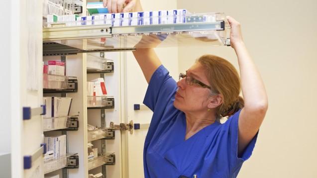 Im Rahmen der COVID-19-Pandemie werden weltweit die Arzneimittel auf Intensivstationen knapp. Das BfArM hat nun bekanntgegeben, welche Wirkstoffe derzeit verstärkt gefragt sind. (Foto: imago images / epd)
