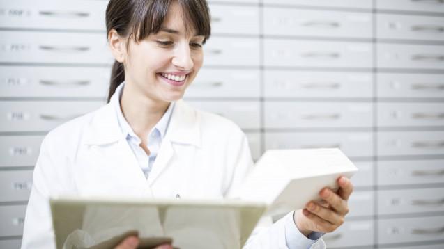In Zeiten der Coronakrise gibt es immer mehr neue Telepharmazie-Angebote für Apotheker und Patienten. Neuestes Beispiel: Das Modell des Apotheken-Dienstleisters apotheken.de (c / Foto: imago images / westend61)