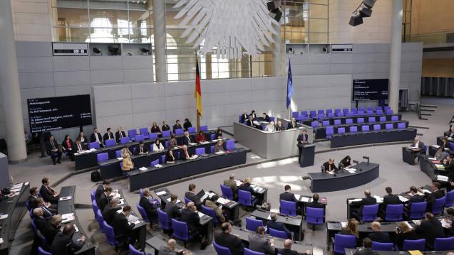 Der Deutsche Bundestag sendet eine Subsidiaritätsrüge an die EU-Kommission, weil diese die Nutzenbewertungen für Arzneimittel vereinheitlichen will. (Foto: Imago)
