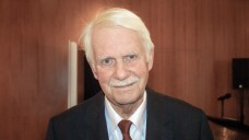 Dr. Jörn Graue, Chef des Hamburger Apothekervereins, warnt eindringlich davor, das Rx-Versandverbot für eine Honorarerhöhung aufzugeben. (Foto: tmb)