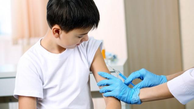 Bald Impfstunden in Apotheken? Der italienische Senat will für Kinder eine Impfpflicht einführen und schlägt vor, dass Ärzte regelmäßige Impfstunden in Apotheken abhalten. (Foto: Africa Studio / stock.adobe.com)