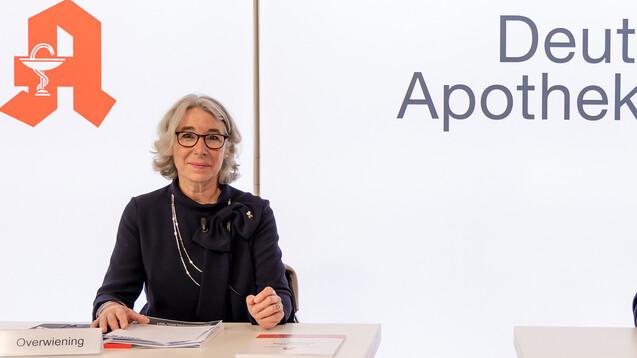 ABDA-Präsidentin Gabriele Regina Overwiening bei ihrer ersten Pressekonferenz zum Apothekenklima-Index heute in Düsseldorf. (Foto: Schelbert)