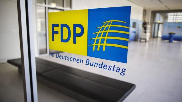 Die FDP-Bundestagsfraktion fordert eine konzertierte Aktion Impfen und ist gegen eine strikte Impfpflicht. (b/Foto: Imago Images)