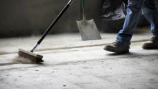 """""""Besenrein"""" – auch wenn diese Art der Reinigung bei der Kampagnenherstellung GMP-konform ist, reichte sie im Fall des mit NDMA verunreinigten Valsartans nicht aus. ( r / Symbolbild, Foto: Anthony Hall / stock.adobe.com)"""