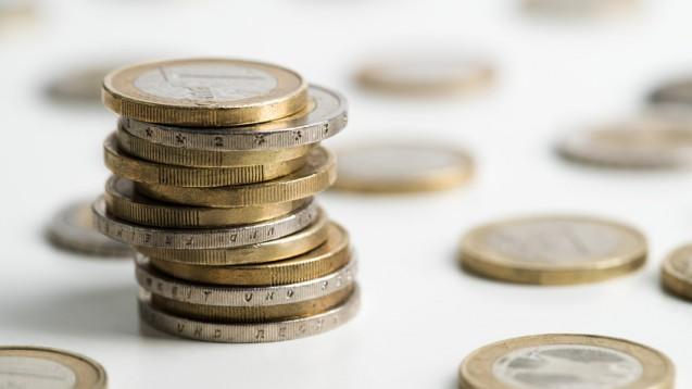 Höhere Sozialabgaben: Da im kommenden Jahr die Beitragsbemessungsgrenzen ansteigen, müssen Gutverdiener mit höheren Kassenbeiträgen rechnen. (Foto: fotogreber / stock.adobe.com)