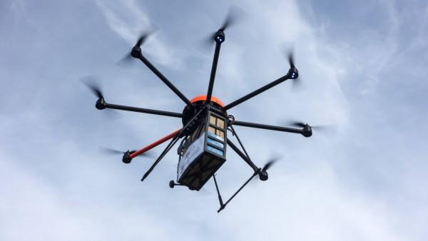 Studenten arbeiten an Arzneimittel-Drohnen
