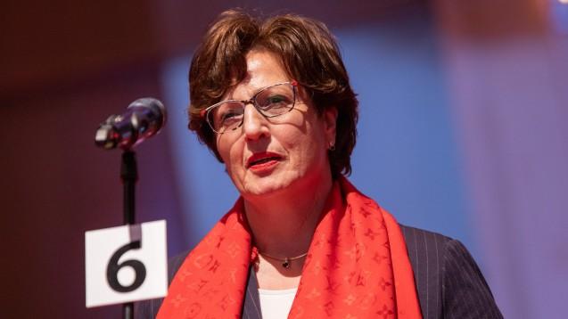 Auch die Landesapothekerkammer Hessen mit ihrer Präsidentin Ursula Funke (hier beim DAT 2019) will, dass die ABDA Benedikt Bühler ihre Rechtsgutachten zum Rx-Versandverbot überlässt. Tatsächlich hat der Pharmaziestudent sie bereits zugespielt bekommen. (c / Foto: LAK Hessen)