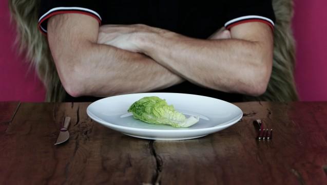 Nur ein Salatblatt? Ganz soweit geht der Verzicht der meisten Menschen während der Fastenzeit nicht. (Foto:WoGi / Fotolia)