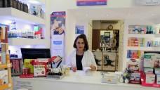 Die griechische Apothekerin Mania Alexiou in ihrer Apotheke. (Foto: diz/DAZ)