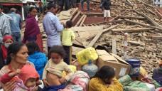 action medeor hat erste Medikamentenpakete zur Erstversorgung der Erdbebenopfer auf den Weg gebracht (Foto: Navesh Chitrakar/Reuters)
