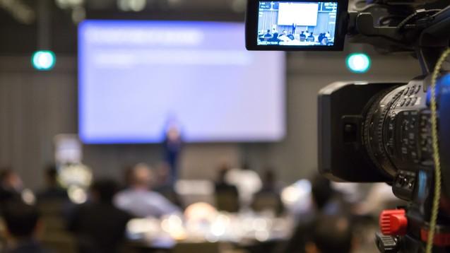 In unserem Online-Seminar am 14. April 2020 um 20:00 wird Arbeitsrechtsexperte Manfred Arnold auf die brennendsten arbeitsrechtlichen Fragestellungen, die sich aus der aktuellen Situation ergeben, eingehen. (c / Foto: chalongrat /stock.adobe.com)