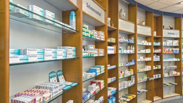Probielle AAD und Reizdarm dürfen zwar noch in der Apotheke im Regal stehen, Stada darf die Produkte aber derzeit nicht bewerben. (c / Foto: imago)