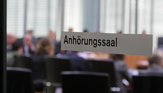 Immer noch keine Lösung: Am Donnerstag dieser Woche hatten die Fraktionsvizes George Nüßlein (CSU) und Karl Lauterbach (SPD) erneut die Apotheker und Versandapotheker geladen, um über ein Vorgehen nach dem EuGH-Urteil zur Rx-Preisbindung zu beraten. Doch die Fronten sind weiterhin verhärtet. (Foto: Sket)