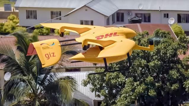 """DHL: """"Die Drohne eröffnet neue Möglichkeiten, denn in vielen Regionen Afrikas stellt die Logistik im Gesundheitswesen [...] eine enorme Herausforderung dar. (m / Screenshot: DHL / YouTube)"""