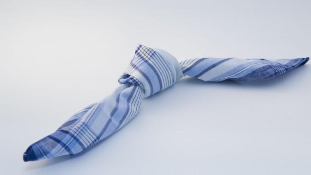 Wenn es so einfach wäre: Der Knoten im Taschentuch gegen das Vergessen. (Foto: reinhard sester / Fotolia)