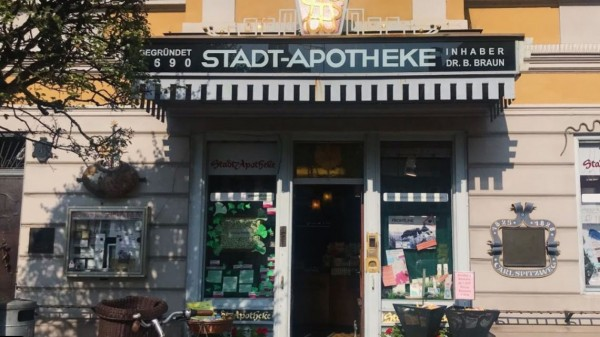 """Spitzweg-Apotheke"" – aus der Tradition heraus Apotheke betreiben"