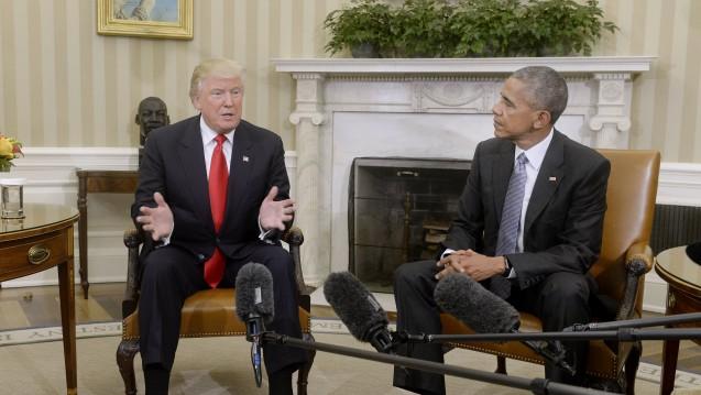 Die Kurse stiegen nach der Wahl des zukünftigen Präsidenten Donald Trump– hier bei einem ersten Gespräch mit seinem Vorgänger Barack Obama im Weißen Haus. (Foto: dpa / picture alliance)