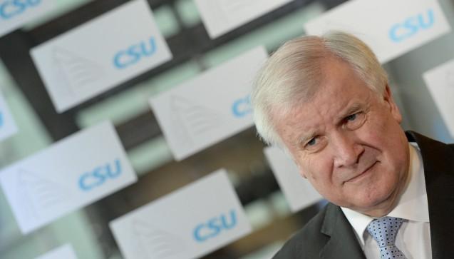 CSU-Chef Horst Seehofer erkrankte zu Beginn der Woche, daraufhin musste der Koalitionsausschuss abgesagt werden. Die Union hatte zuvor den Konflikt um den Arzneimittel-Versandhandel auf die Liste strittiger Punkte gesetzt. (Foto: dpa)
