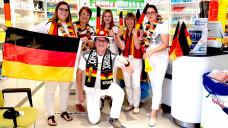 """Das Team der Alheimer Apotheke """"leidet"""" am WM-Fieber. Kennen Sie ein Mittel dagegen? (Foto:Christian Hangen / privat)"""