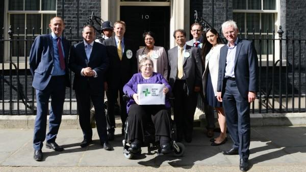 Britische Apotheker übergeben 1,8 Millionen Unterschriften