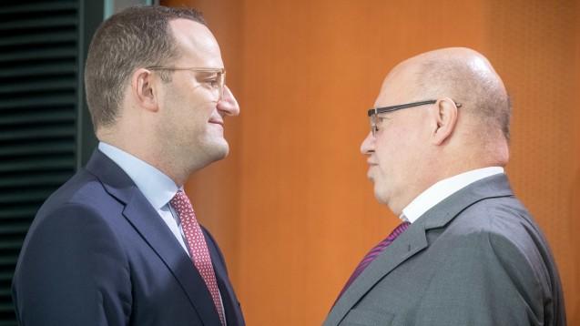 Jens Spahn und Peter Altmaier - zwei Minister auf Abwegen? DAZ.online-Gastkommentator Dr. Franz Stadler macht sich seine Gedanken. (Foto: dpa picture alliance)