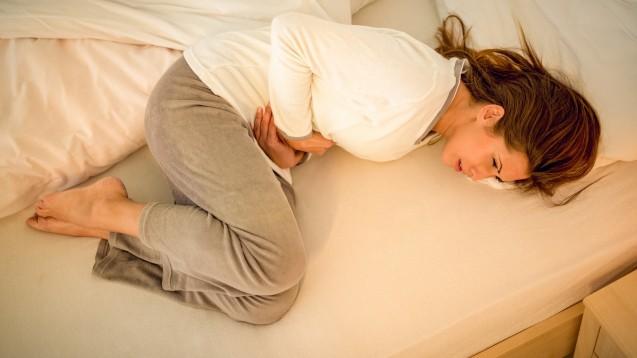 Myome können sich durch eine Vielzahl möglicher Symptome bemerkbar machen. Starke, langanhaltende Monatsblutungen können mit wehenartigen Schmerzen einhergehen. (Foto:milanmarkovic78 / stock.adobe.com)