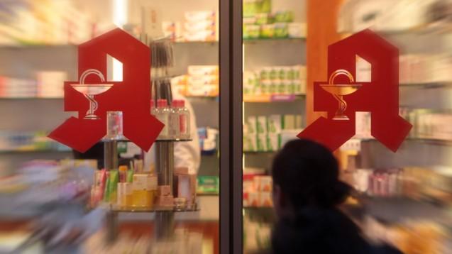 Mangelware Apotheker/-in: Laut Bundesagentur für Arbeit gibt es weiterhin Probleme, in Apotheken frei gewordene Stellen nachzubesetzen. (c / Foto: imago images / Peters)