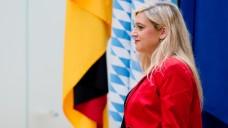 Anti-Versand-Initiative im Bundesrat: Bayerns Gesundheitsministerin Melanie Huml (CSU) hat der Länderkammer einen Vorstoß zur Abschaffung des Rx-Versandhandels vorgelegt und beschwert sich über die Meinung der Bundes-SPD. (Foto: dpa)