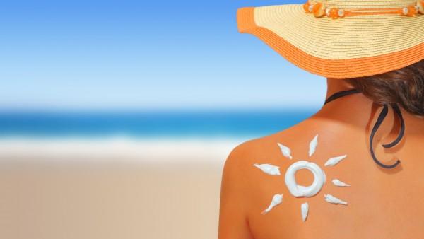 Warentest zufrieden mit Sonnenschutzmitteln