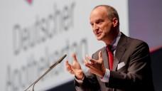 Mutet nach Tatendrang an: Friedemann Schmidt lobt die Verdienste der ABDA und mahnt Apotheker zur Gemeinschaft. (Foto: DAZ.online)