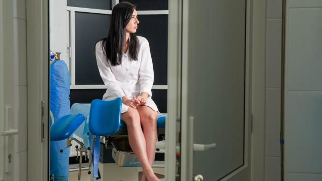 Durch das neue Routine-Screening auf HPV bei Frauen ab 35 Jahren werden viele der Patientinnen mit einem positiven HPV-Nachweise konfrontiert. Ist das sofort ein Grund zur Sorge? (Foto:Mariakray / stock.adobe.com)