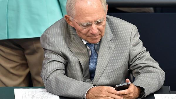 Schäuble erteilt Abgeordneten Twitter-Verbot