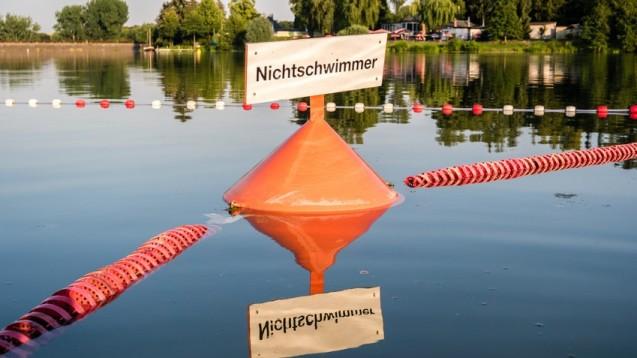 Nicht nur in den Tropen, sondern auch in deutschen Badeseen befinden sich Zerkarien, Larven von Saugwürmern der Gattung Trichobilharzia. (animaflora / Fotolia)