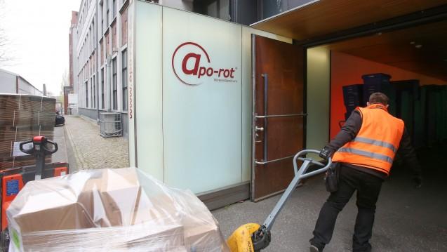 Hier werden Arbeitsplätze gestrichen: Das Logistikzentrum des Versenders Apo-rot soll nach der Übernahme durch Zur Rose Ende 2019 komplett geschlossen werden. (s / Foto: dpa)
