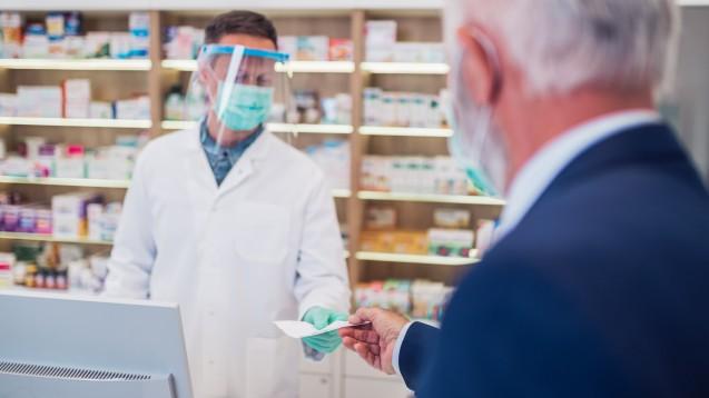 Ein Arztausweis ist nur in Kombination mit einem Personalausweis gültig. (Foto: hedgehog94 / AdobeStock)