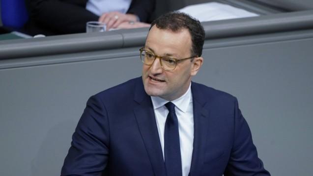 Bundesgesundheitsminister Jens Spahn verteidigte im Bundestag die Corona-Politik der Großen Koalition. (rh / Foto: imago images / Political-Moments)