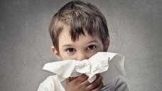 Mittel gegen Schnupfen finden sich häufig auf Kinderrezepten. (Foto: olly / fotolia)