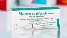 Infectopharm hat nun auch eineMupirocin-Nasensalbe. (m / Packshot: Infectopharm | Foto: Artinun / stock.adobe.com)
