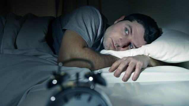 Schlaflosigkeit ist eine häufige Nebenwirkung des ACTH (adrenocorticotropes Hormon/Corticotropin) und der Steroidtherapie. (c / Foto: Wordley Calvo Stock / stock.adobe.com)