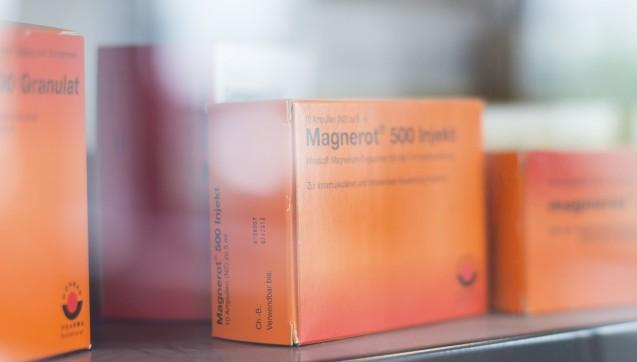 Wörwags erstes Arzneimittel Magnerot wird inzwischen in vielen Darreichungsformen angeboten. (Fotos: Andi Dalferth / DAZ.online)