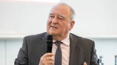 DAV-Chef Fritz Becker (hier bei der Interpharm in Stuttgart) sieht das neue Spahn-Papier als Fortschritt. Doch jetzt komme es auf die richtige Umsetzung an. (c / Foto: A. Schelbert)