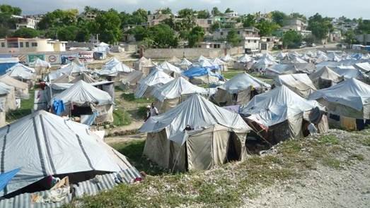 Viele Menschen in Haiti leben seit dem schweren Erdbeben 2010 in Zeltstädten. (Foto: AoG)