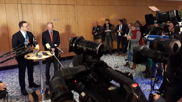 Bundesgesundheitsminister Jens Spahn (li.) hat ein erstes Eckpunktepapier zum Apothekenmarkt vorgelegt. DAZ.online stellt es vor. (j / Foto: DAZ.online)