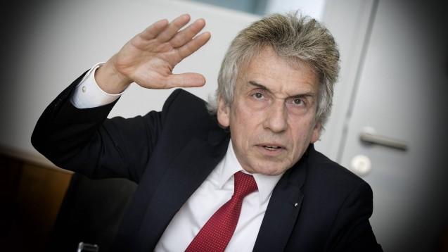 Dr. Christopher Hermann, Chef der AOK Baden-Württemberg, ist gegen die Pläne der Unionsparteien, das Rabattvertragssystem zu ändern. (b/Foto: imago images / Rudel)