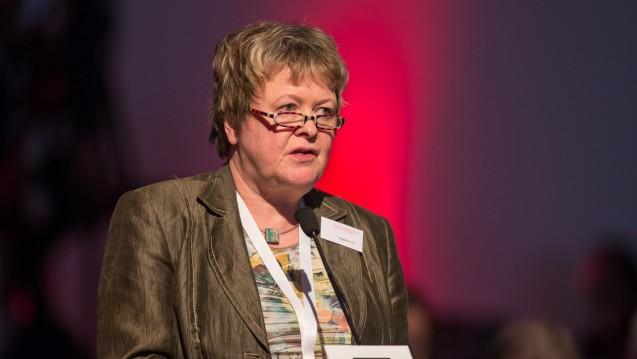 Niedersachsens Kammerpräsidentin Magdalene Linz (hier auf der Expopharm) warnte auf dem diesjährigen Niedersächsischen Apothekertag, dass Menschen mit einer Arzneimittelabhängigkeit häufig im Versandhandel bestellen. (s / Foto: Schelbert)