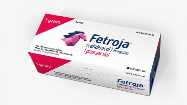 Fetroja: Bereits im Arzneimittelnamen versteckt Hersteller Shionogi das Besondere des neuen Cephalosporins Cefiderocol. Als Siderophor-Cephalosporin bindet es Eisen und wird, so wie ein trojansiches Pferd, über die Eisentransporter des Erregers in das Bakterium geschleust. ( r / Foto: Shionogi)