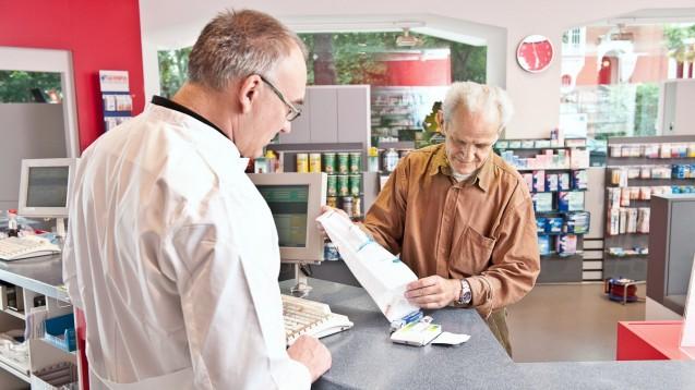 Zur pharmazeutischen Betreuung in der PHARM-CHF-Studie gehörte auch eine Medikationsanalyse. Nach dem Erfolg der Studie sprechen sich auch die Kardiologen für eine apothekerliche Vergütung solcher Dienstleistungen aus. (r/Foto:ABDA)